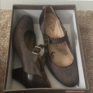 NEW, Mary Jane Brown Pumps, Sz 11